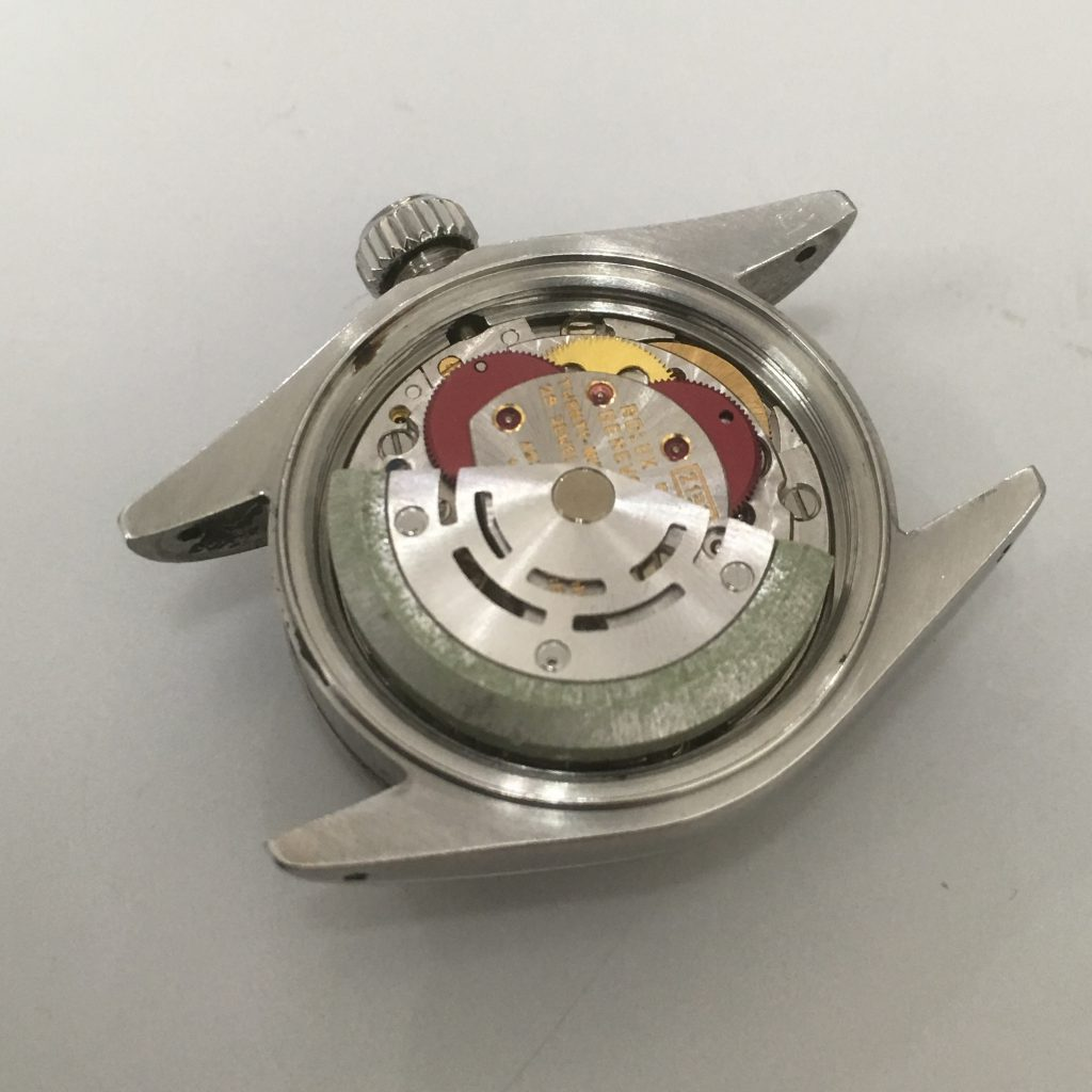 3f6da412ec どうやら水が入ってしまったようですローターのフチの部分が腐食していますこの錆がはがれて時計の内部に入り込み不調の原因を作っているようです